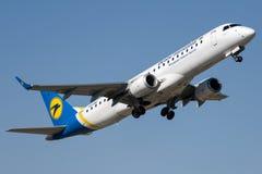 UR-EME Ukraine International Airlines, Embraer ERJ-190LR Stock Photos