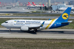 UR-GAS Ukraine International Airlines, Boeing 737-528 Foto de Stock