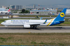 UR-PSA Ukraine International Airlines, Boeing 737-8HX Images stock