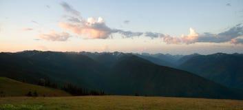 Uragano leggero Ridge delle montagne olimpiche di primo mattino immagine stock libera da diritti