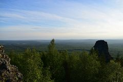 Ural-Berg bedeckt Beobachtungsansicht mit einer Kappe Lizenzfreie Stockbilder