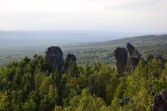 Ural-Berg bedeckt Beobachtungsansicht mit einer Kappe Stockbild