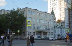 Ural Górniczy uniwersytet i kościół St Nicholas pogodny wieczór zdjęcie royalty free