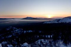 ural taganay taiga för bergparkrussia solnedgång Arkivbilder
