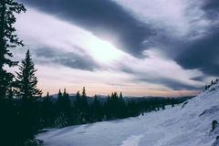 Ural-Winter-Berge Landschaft und Sonnenlicht Stockfotos