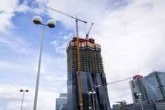 Żuraw na budowie DC Góruje drapacza chmur †'wysoki drapacz chmur w Austria na 7 2012 w Wiedeń Maju, Austria Obrazy Stock