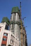 Żurawia i budynku budowa obraz stock