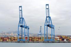 Żurawie i zbiorniki na doku Obraz Royalty Free