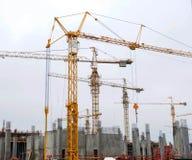 Żurawie na budowa jardzie zdjęcie royalty free