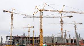 Żurawie na budowa jardzie obraz royalty free