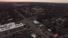 Urban blandade grannskapen, industriområden och gator av norr Raleigh, NC arkivfilmer