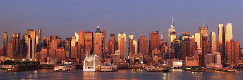 Urban city panorama, New York City Manhattan Royalty Free Stock Photos