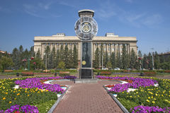 Urban clock. The urban area with the large clock Royalty Free Stock Photos