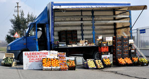 Urban italy streets vegetables car market Stock Photos