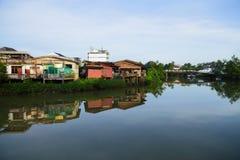 Urban längs kanalen Royaltyfri Fotografi