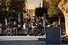 Urban life People sitting in the sun 5 Royalty Free Stock Photography