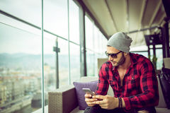 Urban man typing on smartphone Royalty Free Stock Images