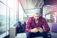 Urban man typing on smartphone Royalty Free Stock Photography