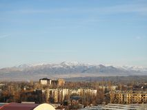 URBAN PANORAMA WITH MOUNTAIN VIEW, BLUE SKY royalty free stock photos