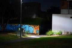 Urban parkerar p? natten arkivfoton
