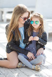 Urban portrait of happy mother with little daughter Royalty Free Stock Photos