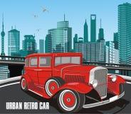 Urban retro bil i vektor på bakgrund av staden Arkivbilder