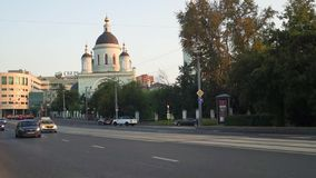 The urban traffic next to the Temple of reverend St. Sergius of Radonezh in the Rogozhskaya Sloboda, Moscow, Russia. stock video footage