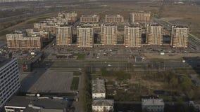 Urbanización de terrenos para la construcción de nuevas áreas residenciales con los complejos del multi-apartamento almacen de video