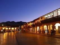 Urbanización en el tiempo crepuscular en Cusco, Perú Imágenes de archivo libres de regalías