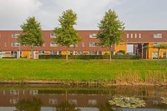 Urbanización moderna en Hoogeveen en la luz de la tarde, Países Bajos Foto de archivo