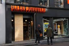 Urbanoutfitters butikskedja i Köpenhamnen Danmark 75% av Arkivfoton