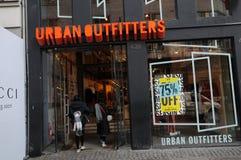 Urbanoutfitters butikskedja i Köpenhamnen Danmark 75% av Royaltyfri Fotografi