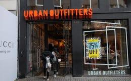 Urbanoutfitters butikskedja i Köpenhamnen Danmark 75% av Arkivbild
