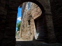 URBINO, ITALIA - Urbino es una ciudad emparedada en la región de Marche de Italia Imagenes de archivo