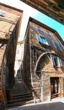 Urbino Italien - Augusti 9, 2017: En liten gata i den gamla stadnollan Arkivfoto