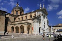 Urbino Italien, September 2014 Stadsdomkyrkan Royaltyfri Fotografi