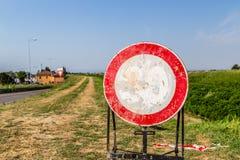 urblekt tecken för hastighetsbegränsning som inget övergående tecken Arkivbilder