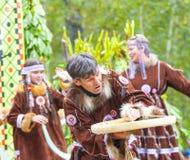 Ureinwohner von Kamchatka-Tanzen auf Alhalalay stockfotografie