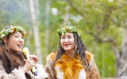 Ureinwohner von Kamchatka-Tanzen auf Tanzmarathon stockfotos