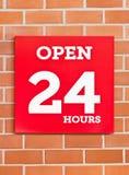 24 uren Rood Uithangbord. Stock Foto