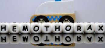 Urgence, ambulance et lettres d'alphabet Photo stock