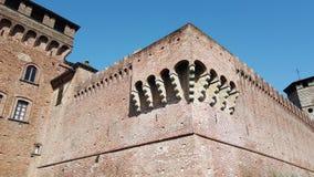Urgnano, Бергамо, Италия Средневековый замок в центре деревни видеоматериал