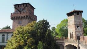 Urgnano, Бергамо, Италия Средневековый замок в центре деревни сток-видео