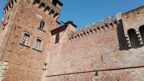 Urgnano, Бергамо, Италия Средневековый замок в центре деревни акции видеоматериалы