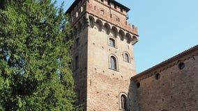 Urgnano, Bergamo, Italia Il castello medievale nel centro del villaggio stock footage