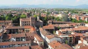Urgnano, Bergamo, W?ochy Widok wioska i ?redniowieczny kasztel z wierzchu dzwonkowy wierza zbiory