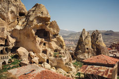 Urgup wioski krajobraz z starymi jama domami, Cappadocia zdjęcia royalty free