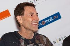 Uri Geller répond à des questions des journalistes Photo stock