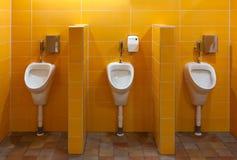 Urinal trois dans la salle de bains Images libres de droits