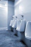 urinals офиса ванной комнаты Стоковое фото RF